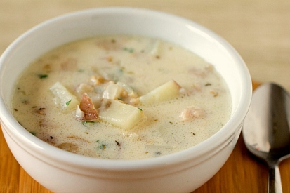 new-england-clam-chowder-3-550